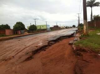 Moradores estão indignados com a falta de estrutura da cidade. (Foto: Reprodução/ Facebook)