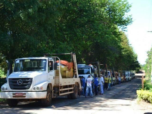 Caçambeiros protestaram na manhã de hoje. (Foto: Marcus Moura)