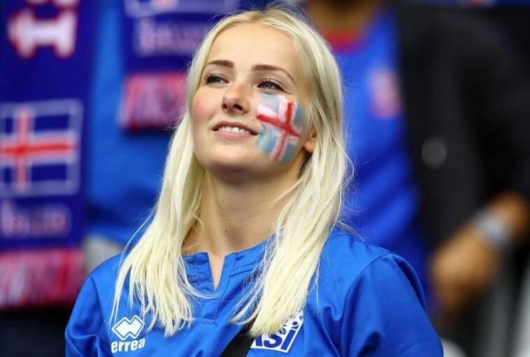 Mulher islandesa exibe com orgulho a bandeira do país pintada no rosto (Foto: Divulgação)