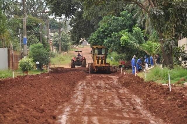 Pavimentação de ruas na região da Mata do Jacinto em 2015 (Foto: Arquivo)