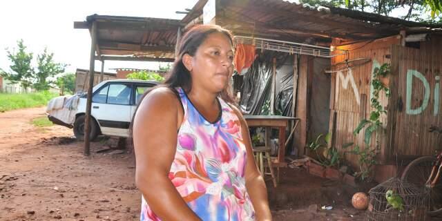 """""""Todos aqui sofrem com a chuva. E olha que são 150 famílias"""", diz moradora da Portelinha do Segredo. (Foto: João Garrigó)"""