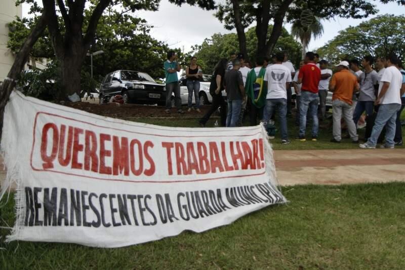 Grupo acampou em frente à Prefeitura de Campo Grande. (Foto: Cleber Géllio)