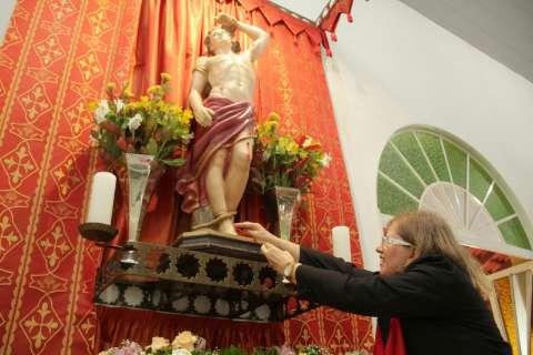 Livro com história de 80 anos marca aniversário da paróquia São Sebastião