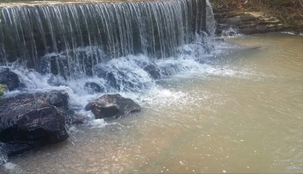 Corguinho tem diversas cachoeiras, muitas delas estão localizadas em propriedades particulares e o acesso só com autorização (Foto: Reprodução)