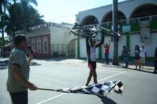 Ciclistas percorrem ruas de Corumbá e Estrada Parque Pantanal (Foto: Marcos Ermínio)