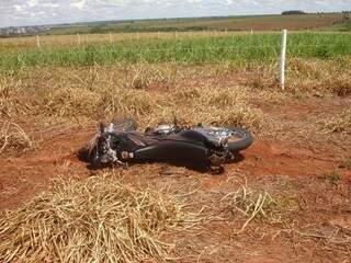 Familiares localizaram Edson Rodrigues caído na margem da MS-135 (Foto: Divulgação/PM)