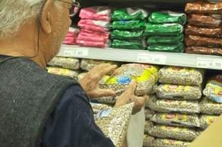 Só em junho, feijão carioca reajustou 41,78% se tornando o culpado pelo aumento do item Alimentação e Bebidas (Foto: Alcides Neto)