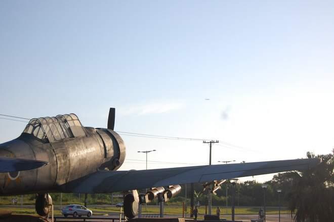 Visão do céu em Campo Grande no Monumento do Aviador, na Base Aérea (Foto: Marlon Ganassin)