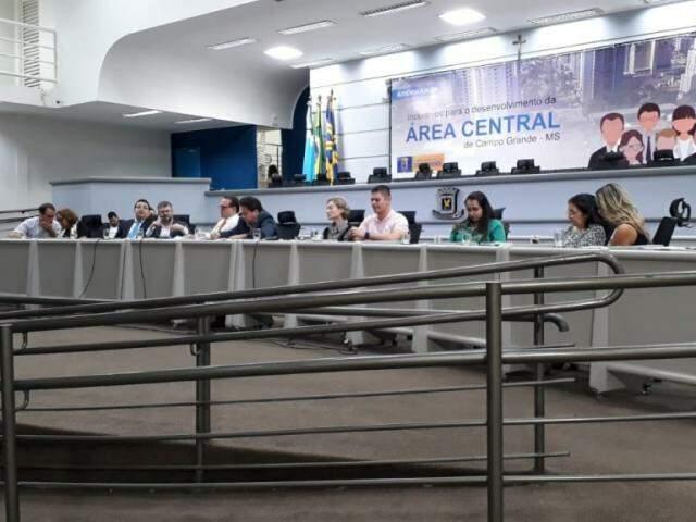 Audiência píública reuniu comerciantes, entidades representativas, secretários municipais e vereadores (Foto: Fernanda Palheta)