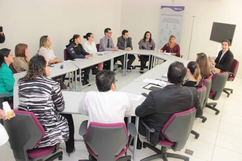 Reunião com diversas autoridades foi realizada na manhã de hoje na Casa da Mulher Brasileira. (Foto: Denilson Secreta/PMCG)