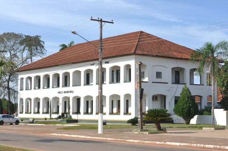 Paço municipal onde atualmente é a prefeitura já foi a casa paroquial da igreja. (Foto: Marcelo Calazans)