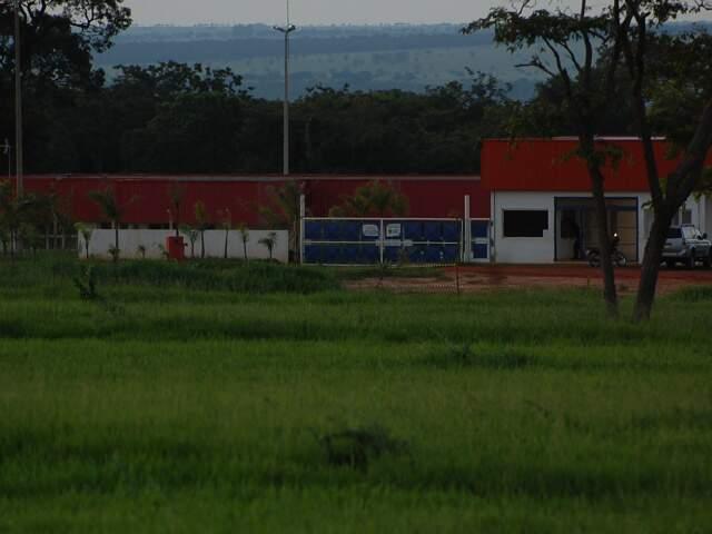 Dois corpos devem ser velados em Bataguassu. Área continua isolada. (Foto: Marlon Ganassin)