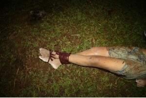 Vítima estava com pés e mãos amarrados. (Foto:Dourados Agora)