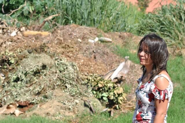Janete fala do lixo que é jogado nas ruas, que pode causar doenças.(Foto: Marlon Ganassin)