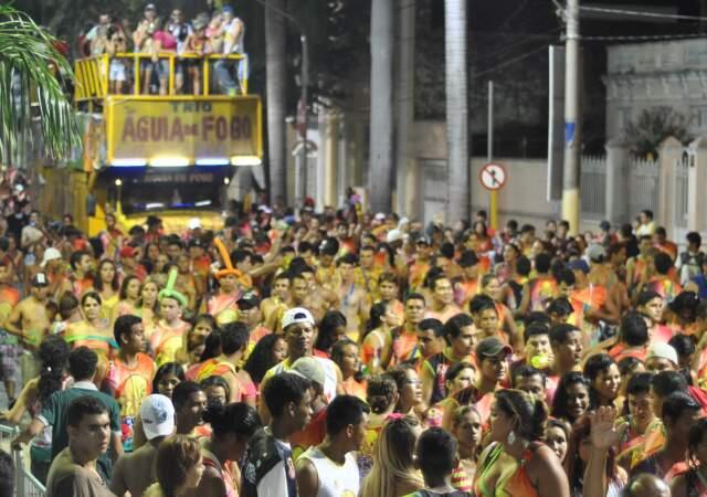 Bloco novato, Disculpintão, foi um dos poucos que ainda desceu a avenida.
