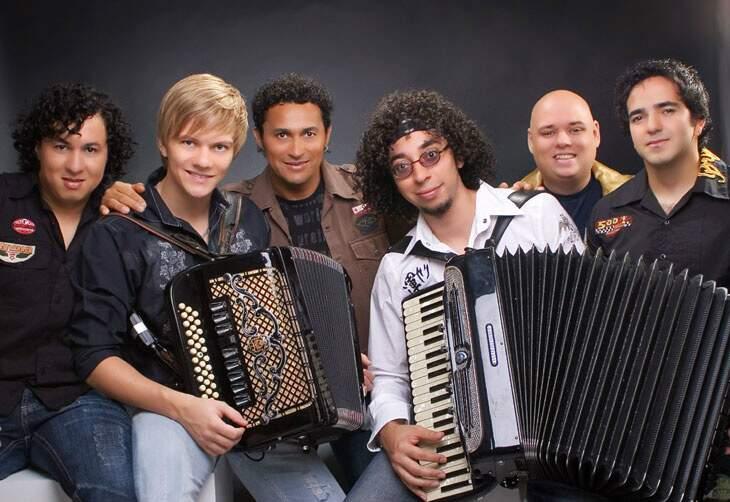 Tradição cantou Pé-de-Cedro quando Michel Teló ainda integrava o grupo.