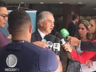 Governador do Estado, Reinaldo Azambuja, durante entrevista à imprensa, em Brasília. (Foto: Clodoaldo Silva).