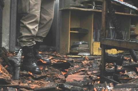 Vítima de incêndio morre quase três horas depois de ser socorrida