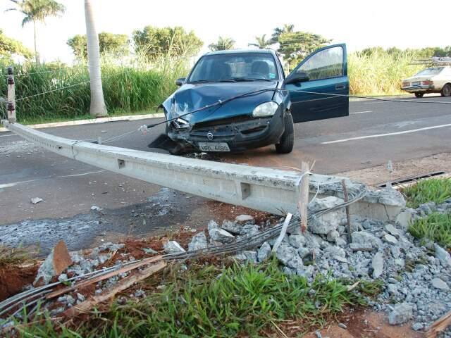 Acidente foi na manhã deste sábado. (Foto: Simão Nogueira)