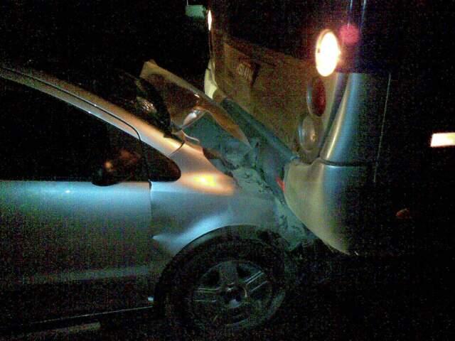 Motorista teria perdido o controle da direção. (Foto: Fabiano Arruda)