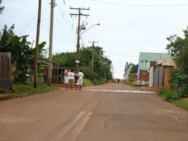 Briga ocorreu na Rua Rosa Ferreira Pedro, Portal Caiobá. (Foto: Alcides Neto)