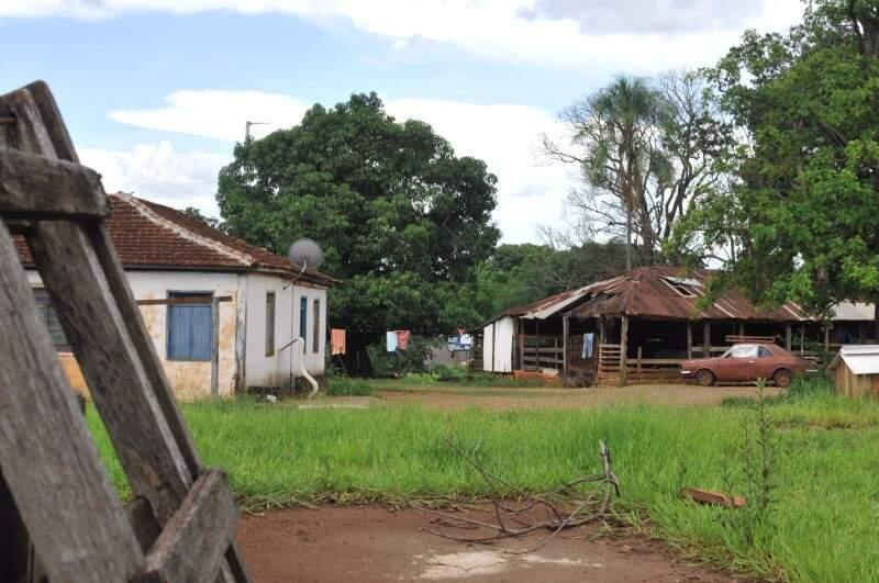Ao passar cerca adentro, os olhos te transportam para uma fazenda ou uma Campo Grande das décadas passadas. (Foto: Alcides Neto)