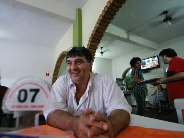 Vitor Donizete Martins é dono do restaurante Recanto, que vende 200 refeições por dia.