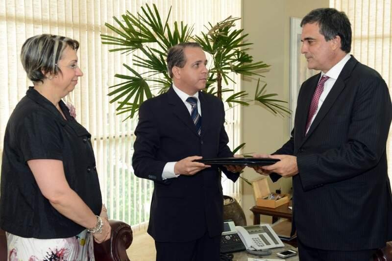 Secretária da Secretaria Nacional de Segurança Pública, Regina Miki, coronel Carlos Alberto David Santos e o ministro da Justiça, Eduardo Cardozo.