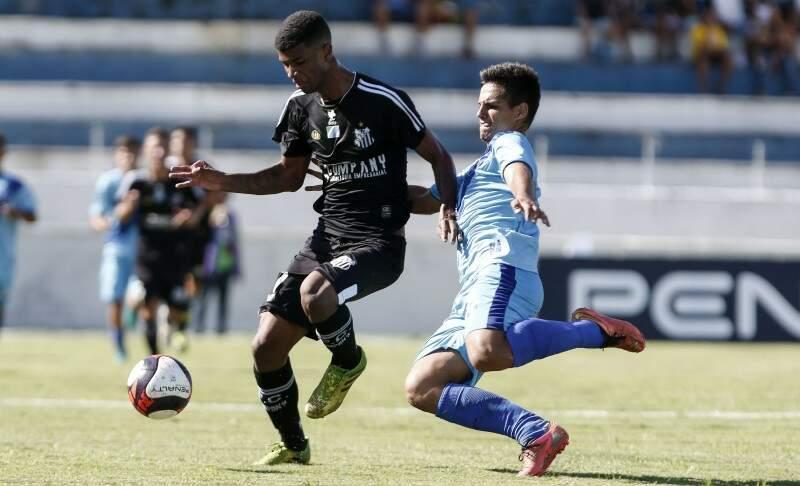O Operário Futebol Clube, todo de preto, estreou com derrota esta tarde na Copa São Paulo de Futebol Junior (Foto: Miguel Schincariol)