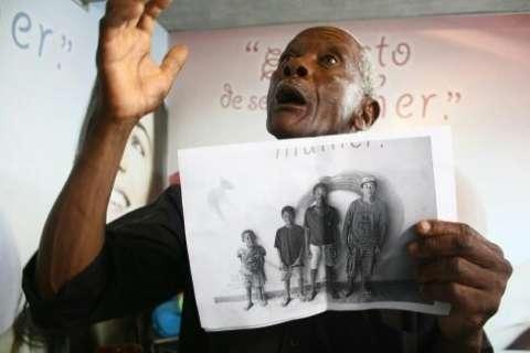 Cárcere durou 22 anos; aposentado se emociona ao ver netos pela 1ª vez