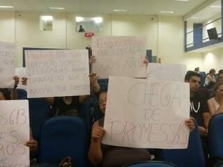 Docentes cobram convocação de aprovados em protesto na Câmara Municipal nesta quarta-feira (Foto: Kleber Clajus)