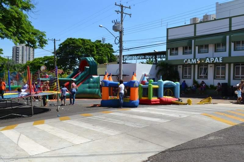 Brinquedos fazem a alegria das crianças (Foto: Aliny Mary Dias)