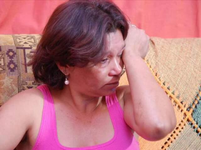 Em 2008, Luciene chorava ao contar que acorrentou filho viciado em drogas. Hoje, ele está atrás das grades. (Foto: Minamar Júnior/Arquivo)