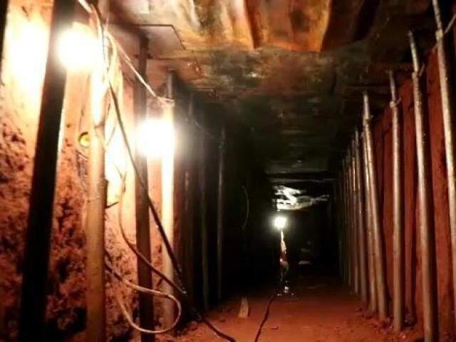 Túnel que ligava QG da quadrilha à agência tinha 70 metros de comprimento e foi cavado a 6 metros de profundidade (Foto: Henrique Kawaminami)