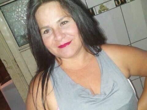 Elisangela Aparecida Barbosa de Oliveira Silva, de 41 anos, foi morta com um tiro no pescoço. (Foto: Reprodução/ Facebook)