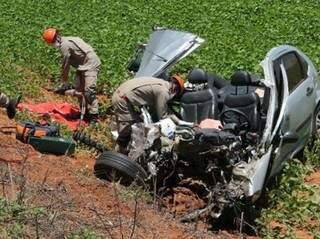 Carro de Alessandra ficou completamente destruído (foto: Jovem Sul News)