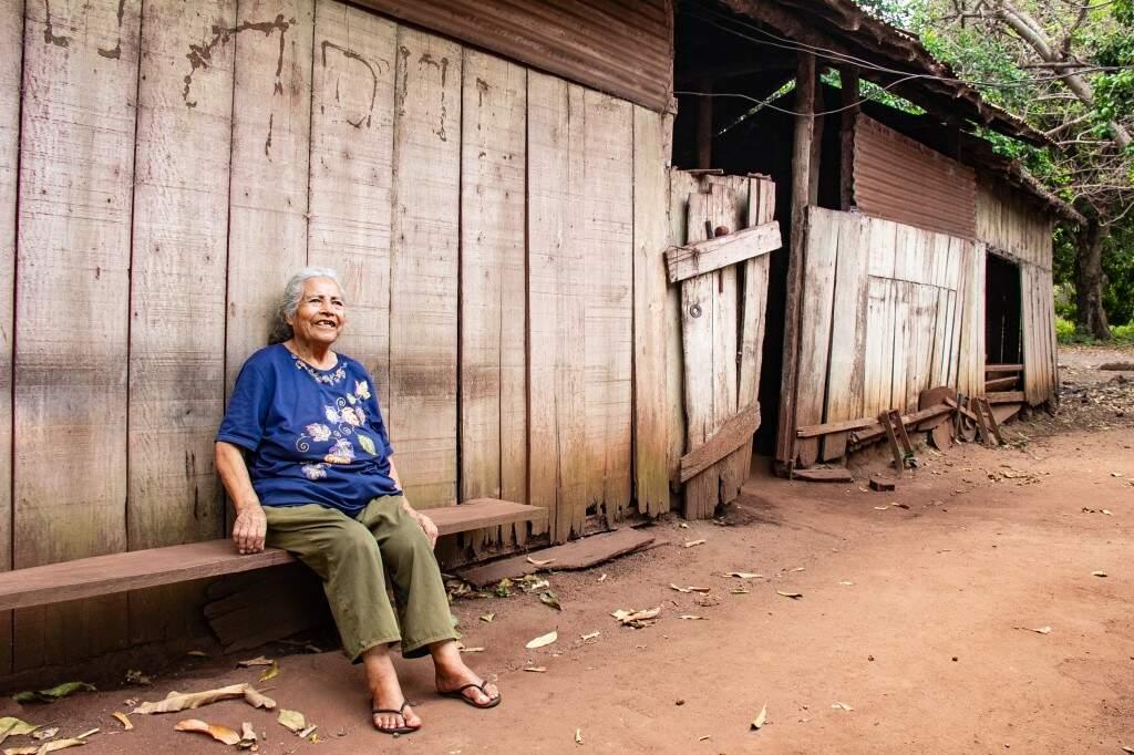 Aos 84 anos, Maria Rafaela sente saudade de quando podia trabalhar mais. (Foto: Kisie Ainoã)