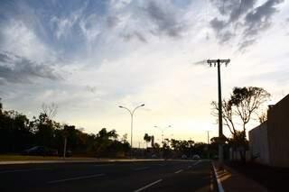 Nebulosidade deve aumentar e pode chover durante à tarde na Capital (Foto: Marcos Ermínio)