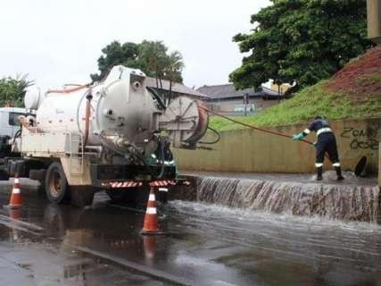 Período de chuvas constantes faz aumentar manutenção em rede de esgoto