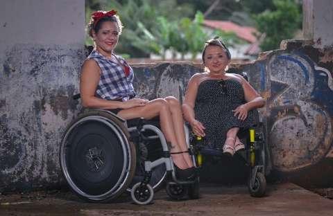 Cadeirantes topam ensaio fotográfico pela visibilidade que faz falta