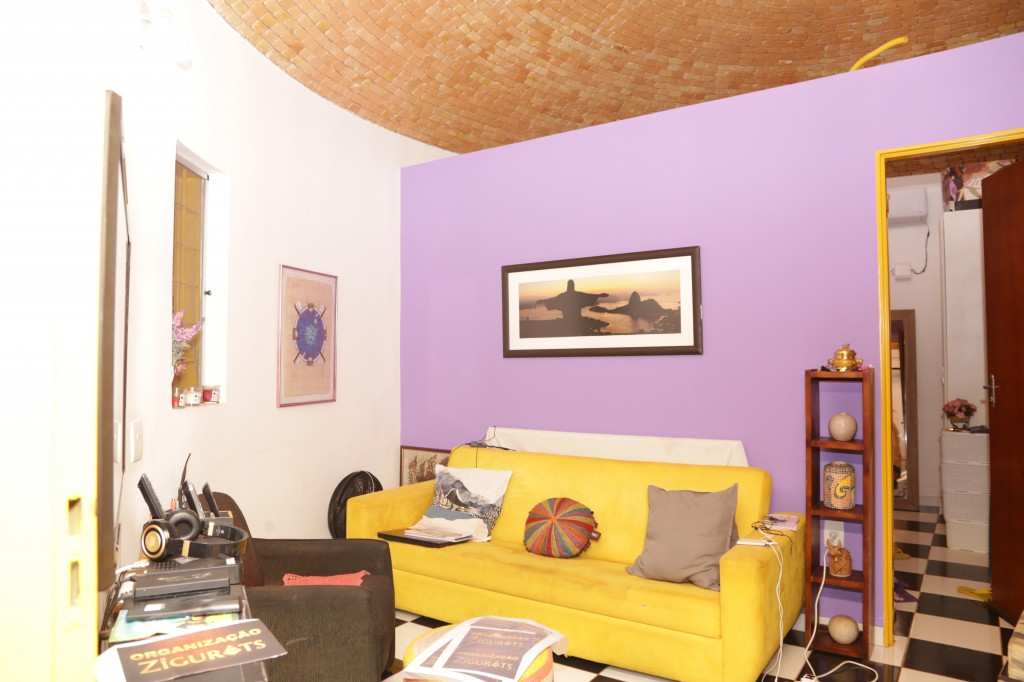 Interior de uma das casas do Condomínio Zigurats, em Corguinho (Foto: Kisie Ainoã)