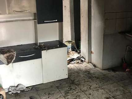 Incêndio destrói imóvel abandonado no Bairro Guanandi