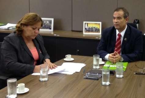 Reitora assina contrato com estatal para reestruturar HU da Capital