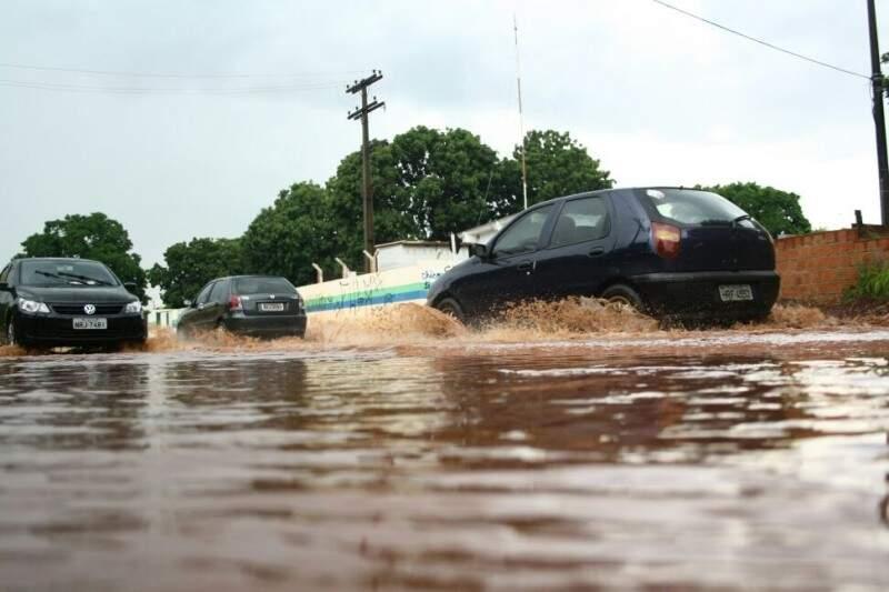 Cruzamento em bairro na Capital causou transtornos para moradores (Foto: Marcos Ermínio)