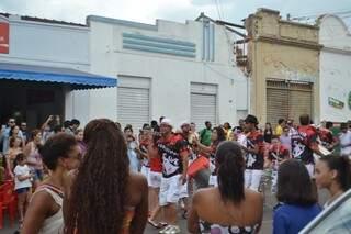 Desde a fundação, o Valu leva pra rua as tradições do desfile de blocos num público misto com uma paixão em comum: o Carnaval.