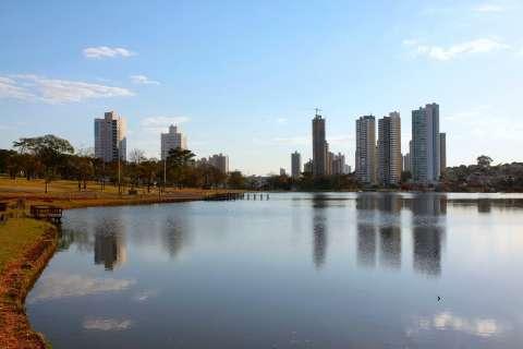 Dezembro chega com céu nublado, calor e chuva em Mato Grosso do Sul