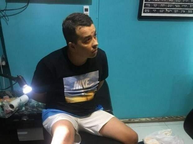 Traficante foi preso em estúdio de tatuagem no Rio de Janeiro. (Foto: Divulgação/Polícia Civil)