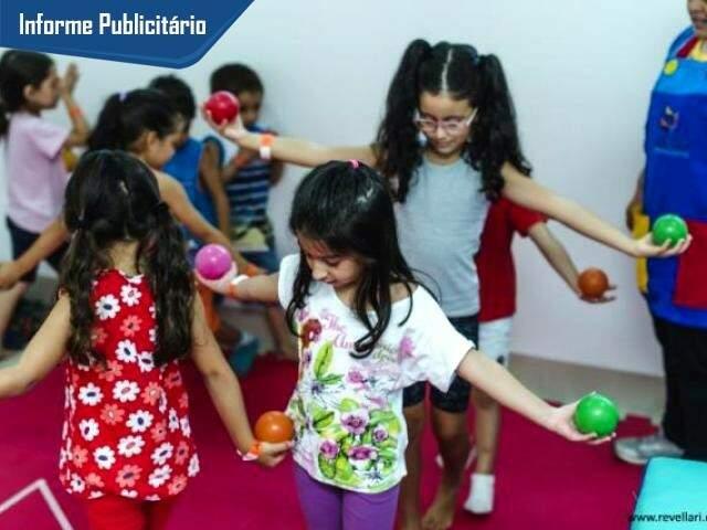 No Centro Ellevar, as crianças fortalecem habilidades, sempre brincando.