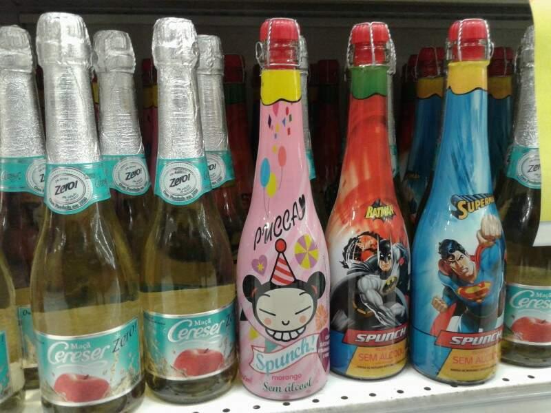 Bebida é vendida junto com espumantes no supermercado. (Foto: Cleber Gellio)