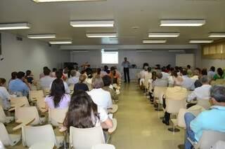 Reunião sobre os hospitais beneficentes de MS discutiu 13º salário de fucnionários (Foto: Pedro Peralta)